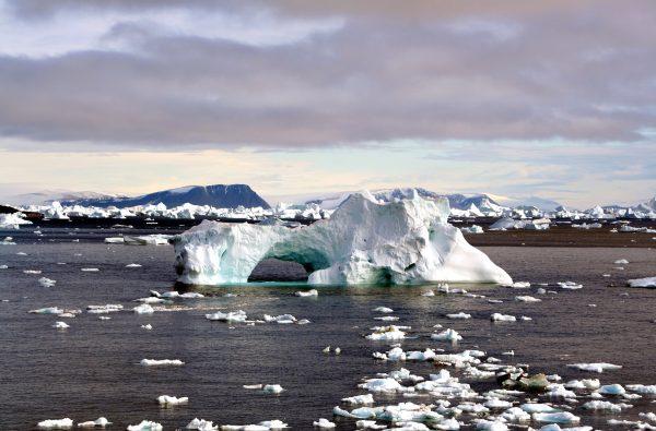 Iceberg_with_hole_edit 2